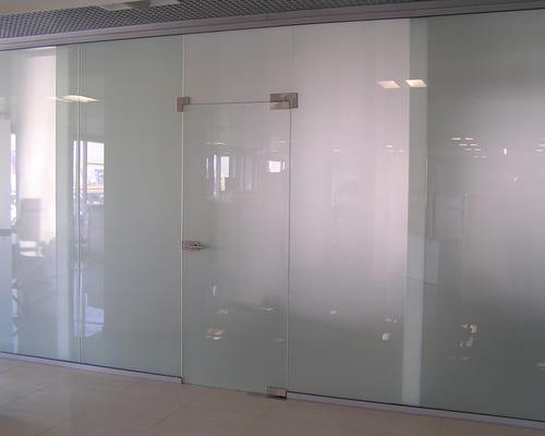 Stikla starpsienas- salīdzinoši jauna, taču ļoti stabila konstrukcija.